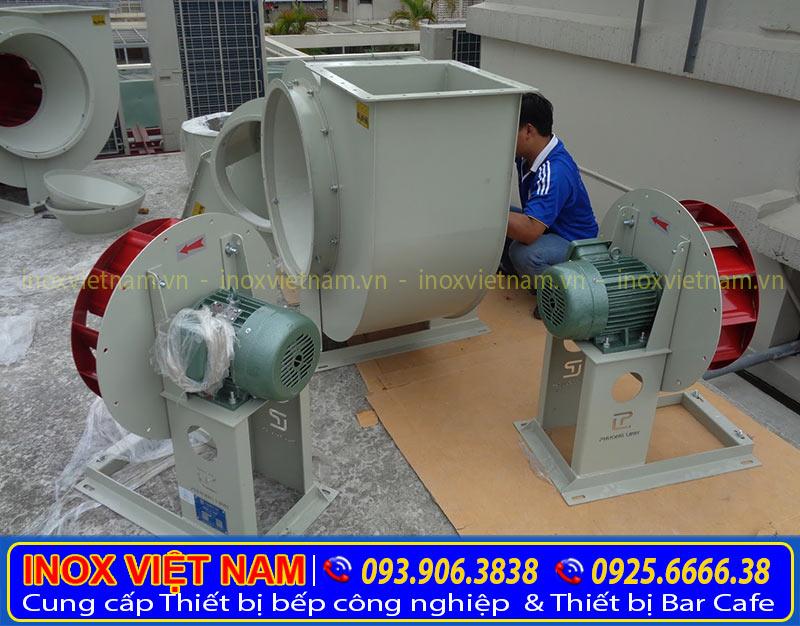 lap-dat-motor-quat-hut-khoi-cong-nghiep